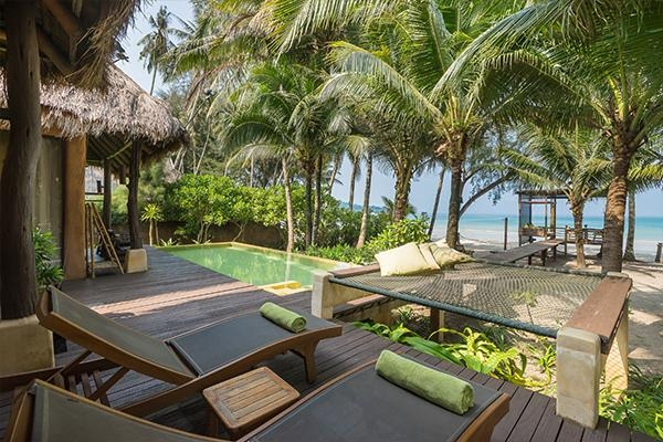 Beachfront Suite Pool Villa