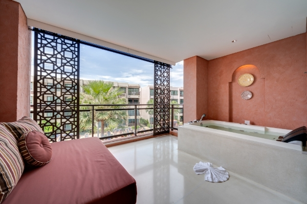 JUNIOR SUITE POOL VIEW - With Jacuzzi Tub
