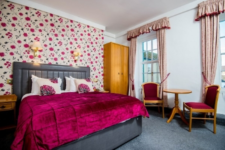 Double Room Queen Bedded